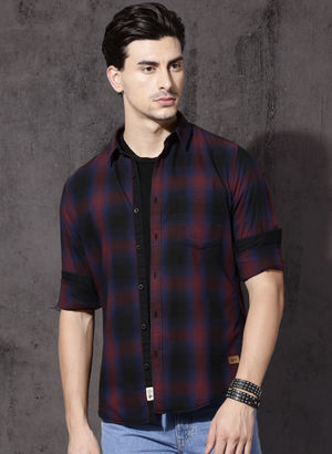 Roadster Black & Red Regular Fit Checked Casual Shirt