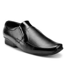 Men Shoes at Rs. 299